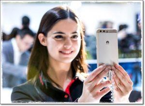 Девушка снимает на смартфон