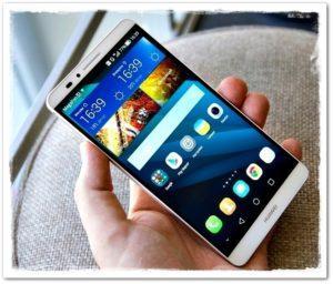 Смартфон Huawei с двумя часами