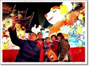 Семья в Китайский Новый год