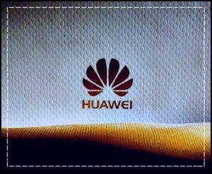Логотип Huawei на ткани