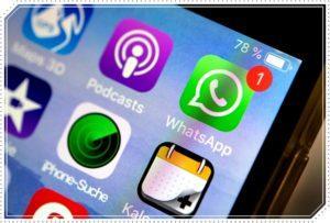 Иконка WhatsApp на экране
