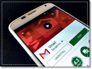 Gmail на экране смартфона