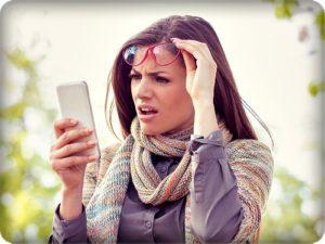Девушка сос смартфоном